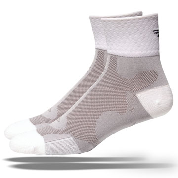 The Defeet Levitator D-Logo Socks in White.