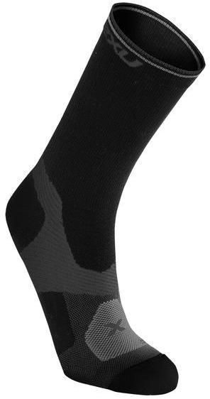 2XU Cycle VECTR Socks Color: Black/Dark Titanium