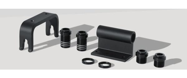 Delta Thru-Axle Hitch Color: Black