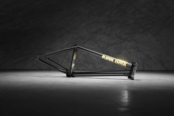 Kink Contender Frame Color: ED Black