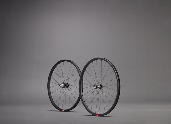 Santa Cruz Reserve 25 650B Wheelset Color: Black