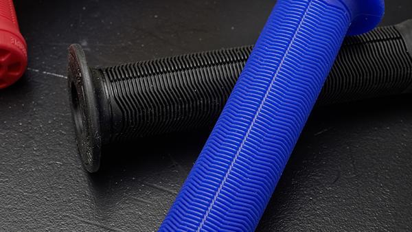 We The People Arrow 146 Grips Black 146mm Length 28mm Diameter