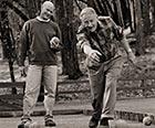 Clif Bar创始人加里(左),他的父亲克利福德。