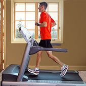 30 minutes of cardio flies by with high-quality fitness equipment!