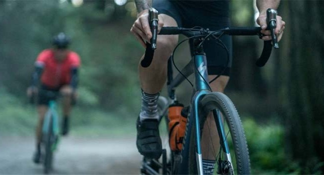 2 Bike Riders riding Specialized Diverge bikes on a trail