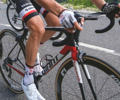 Man riding a Gian TCR Advanced bike on road
