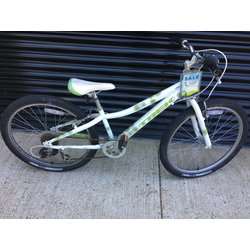 Trek MT 200 : WHITE / GREEN : 7SPEED