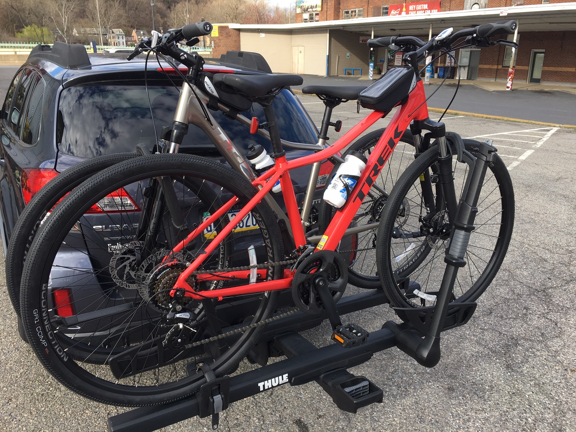 car with bikes on Thule bike rack