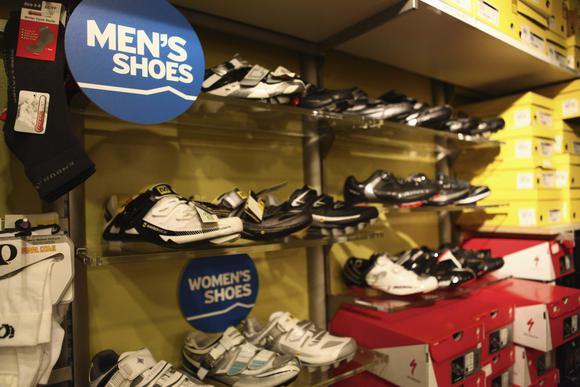 Westwood Cycle sells mens and ladies cycling shoes. We stock Mavic, Specialized, and Shimano shoes.