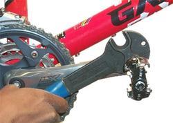 Push towards the crankarm to loosen the left pedal