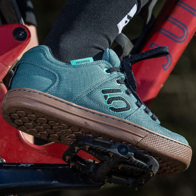 Many mountain bikers prefer flat shoes for platform pedals.