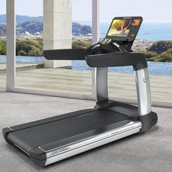 Life Fitness Platinum Club Series Treadmill Discover SE3 HD Console *SPECIAL ORDER AVAILABLE