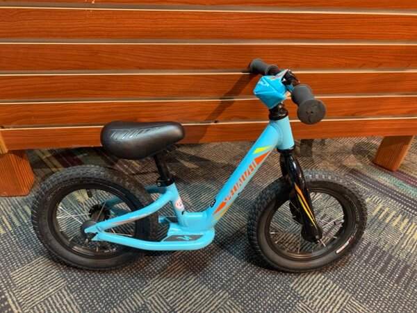 "Specialized USED Specialized Hotwalk 12"" Youth Light Blue"
