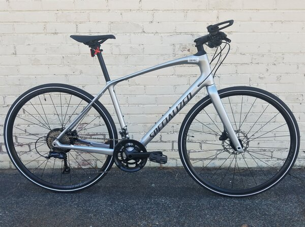 Specialized DEAL BLEM Specialized Sirrus 4.0 Satin Flake Silver/Charcoal/Black Reflective Medium
