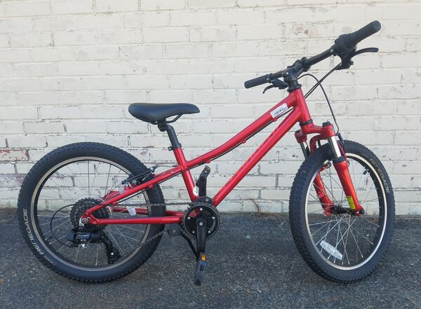 Specialized DEAL BLEM Specialized Hotrock 6-Speed 20-inch Candy Red/Rocket Red