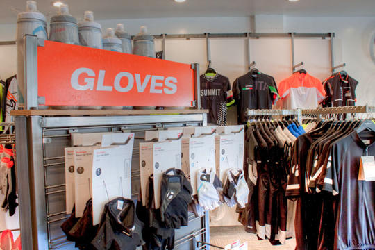 cycling apparel including gloves and jerseys