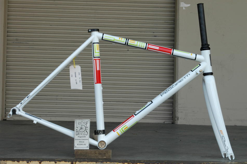 49cm Pegoretti Duende Falz in the Somebody color scheme. In stock a Lakeside Bicycles.