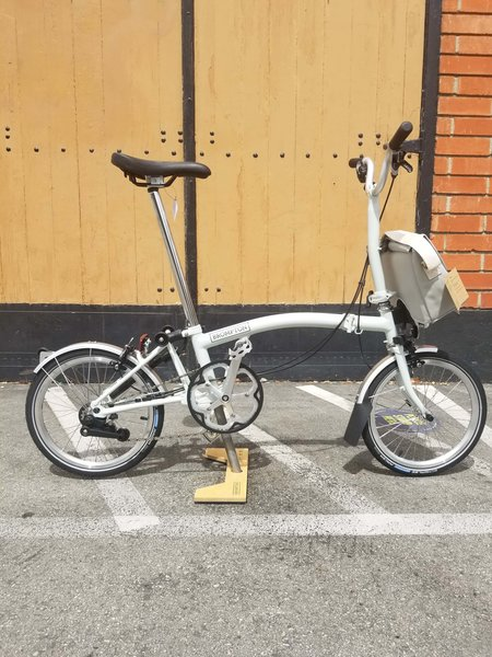 Brompton M2L White with Shoulder Bag
