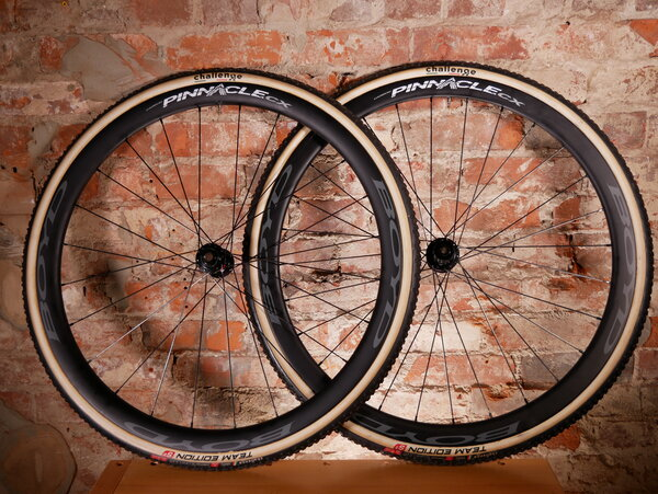 Boyd Cycling Urbane Wheels Boyd Pinnacle Carbon CX Tubular - DT 240 CL Disc 24/28 Sapim CX-Ray DEMO (Challenge Grifo Tires installed)