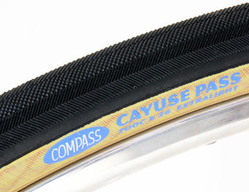 Rene Herse / Compass 700 x 26c Cayuse Pass Extralight Folding Tires Color: Black/Tan Sidewall
