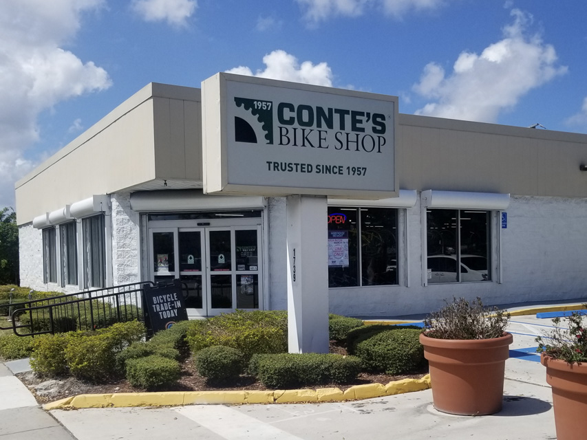 Contes Storefront