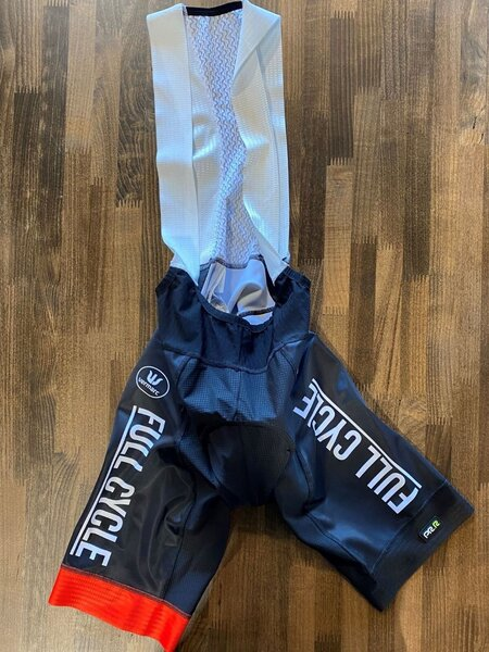 Full Cycle/Tune Up Full Cycle Bib Short by Vermarc