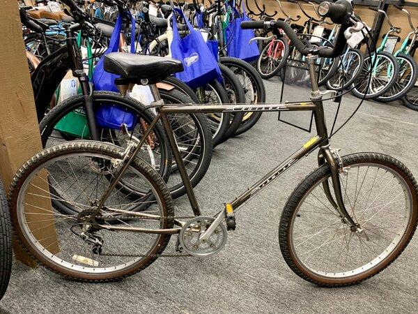 """Used Bike Used Schwinn Cruiser Supreme 24"""""""