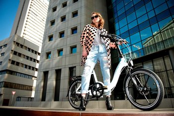Magnum Premium lo-Step folding e-bike