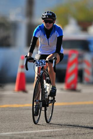Jessica racing at the Tour of Tucson