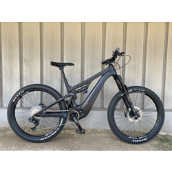 Pivot Cycles Shuttle Carbon E-MTB