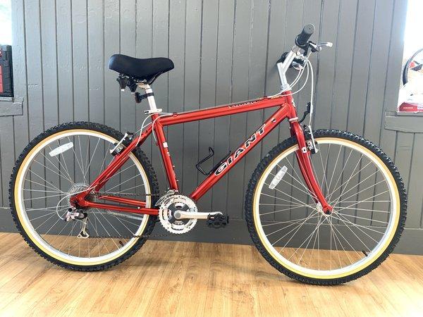 "Bike Tech Usedbike Giant Yukon 17.5"" Red"