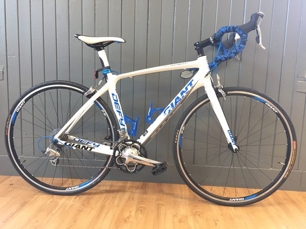 Bike Tech Usedbike Giant Defy Advanced wht/Blu MD