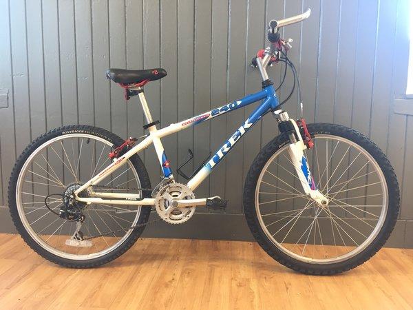 """Bike Tech Usedbike Trek 240 24"""" Kids Blue/Wht"""