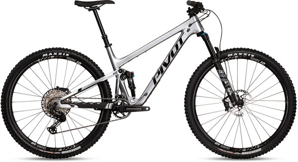 Pivot Cycles Trail 429 V3 Race XT
