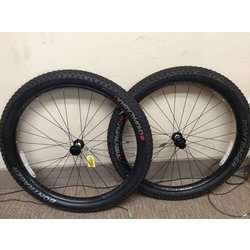 Bontrager Wheelset Bontrager 27.5+ Shimano Fhub Centerlock Chupacabra tires