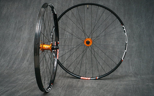 "Industry Nine Hydra Classic Disc Custom 26"", 29er & 650b Mountain Bike Wheelset Builder"