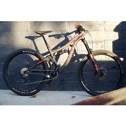Pivot Cycles Switchblade Carbon 27.5+ Race XT