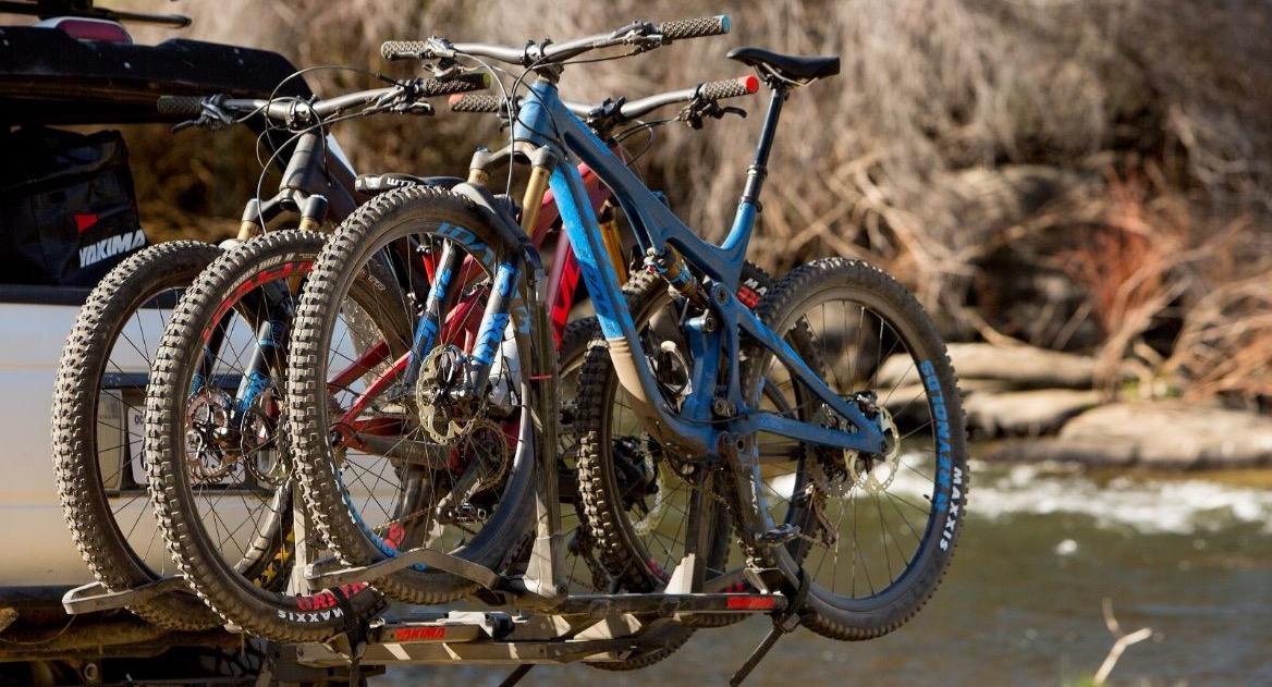 Trek mountain bikes on the car rack.