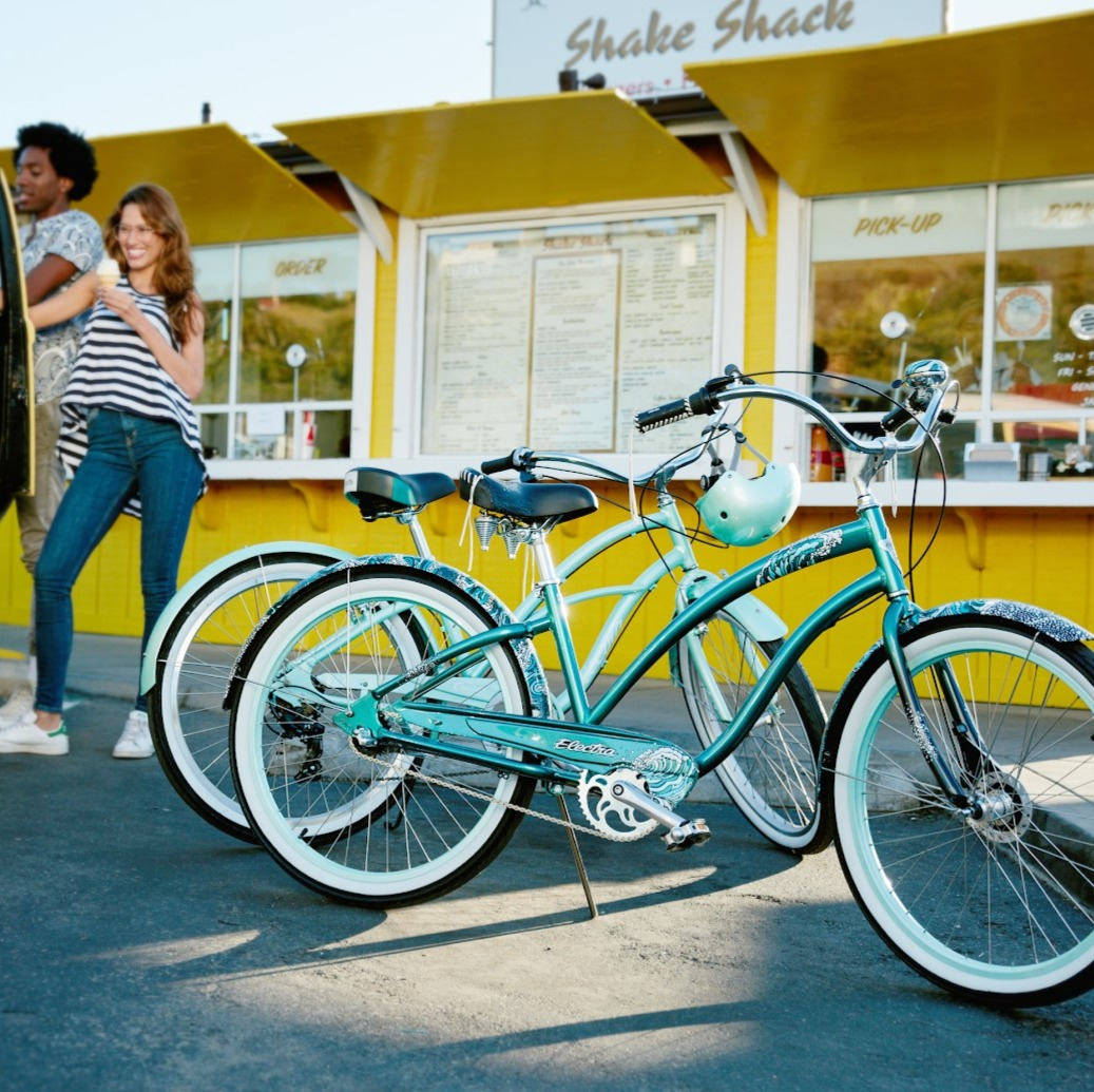 Electra Cruiser Lux 3i is made for afternoon rides for ice cream