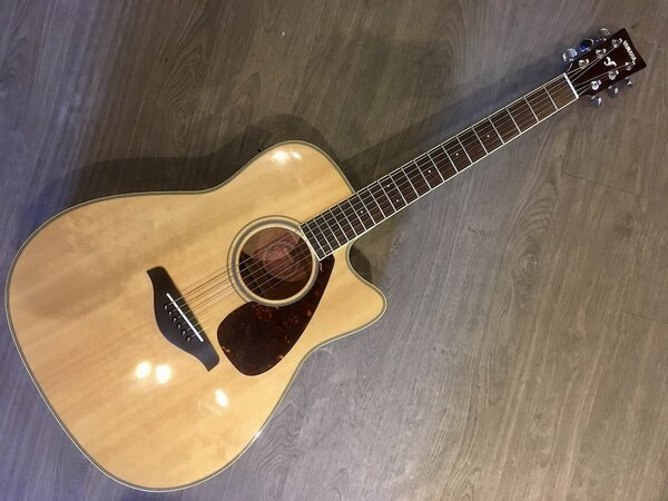 Yamaha FGX720SCA Acoustic/Electric Dreadnaught w/ Cutaway & Hard Case