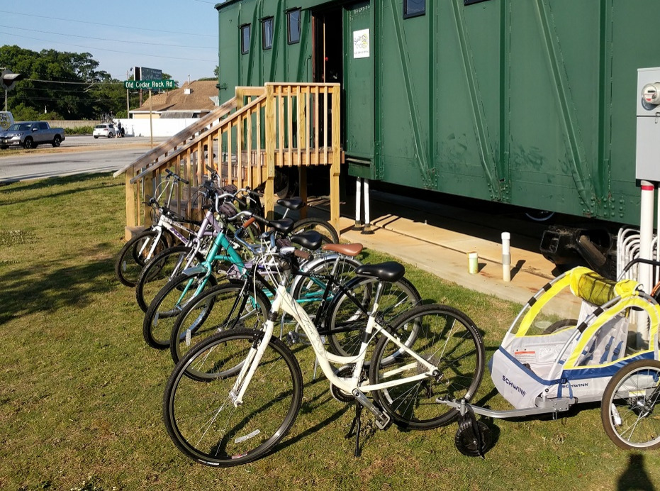 Rental bikes and child trailer