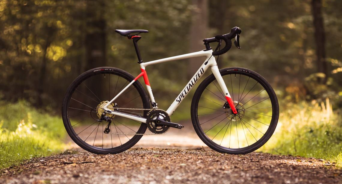 Specialized Diverge Comp Carbon in white and red on a gravel path
