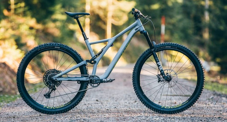 Specialized Stumpjumper Comp Alloy in Gray on a gravel road