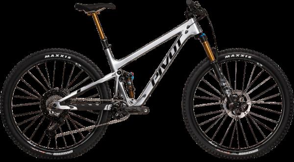 Pivot Cycles Trail 429 Pro XT w/ Carbon Wheels