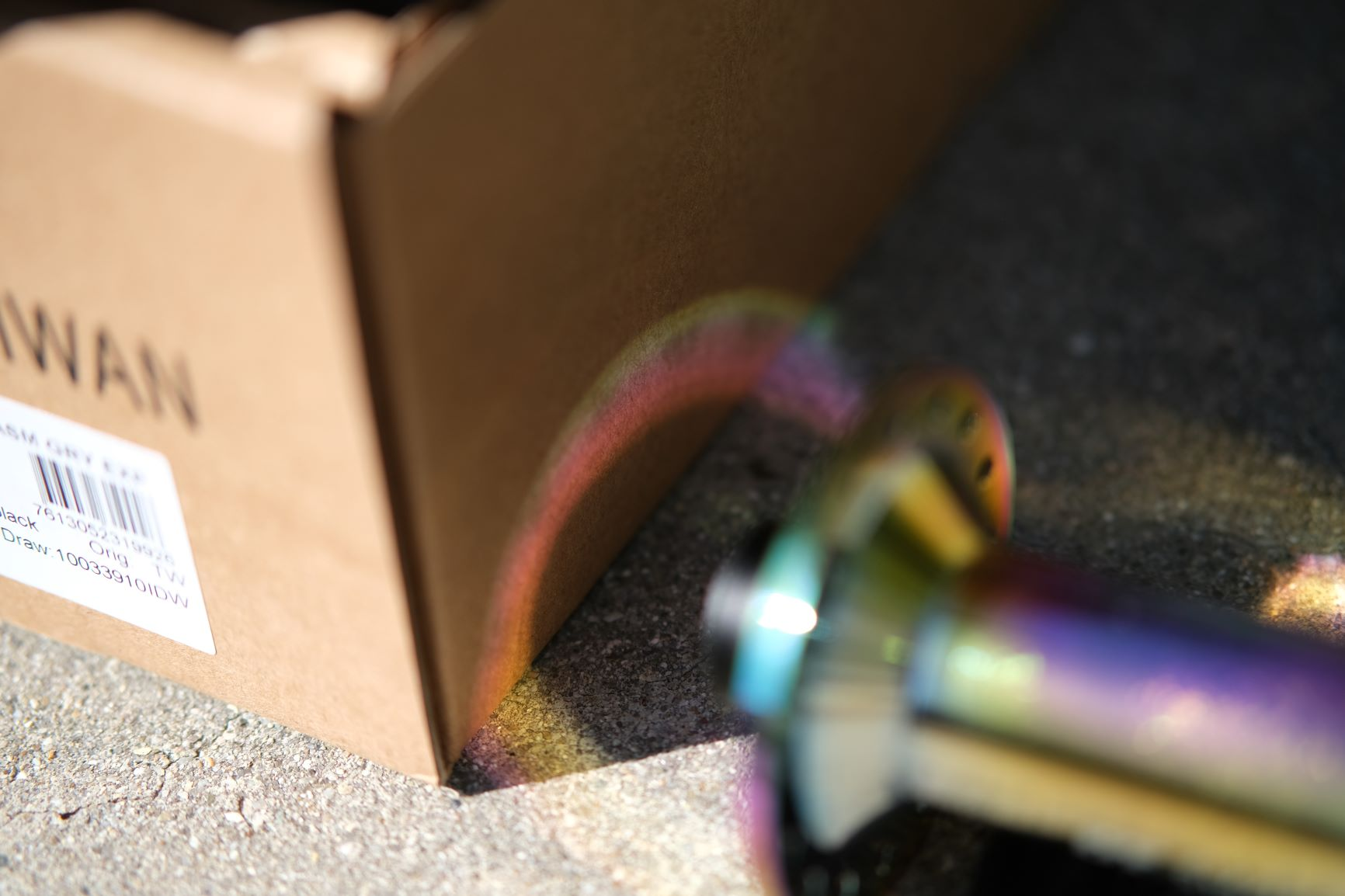 DT Swiss oil-slick hub throws a rainbow onto its box