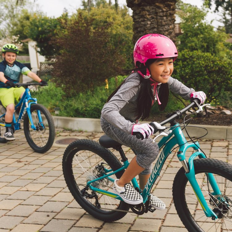 Kids Riding kids bikes