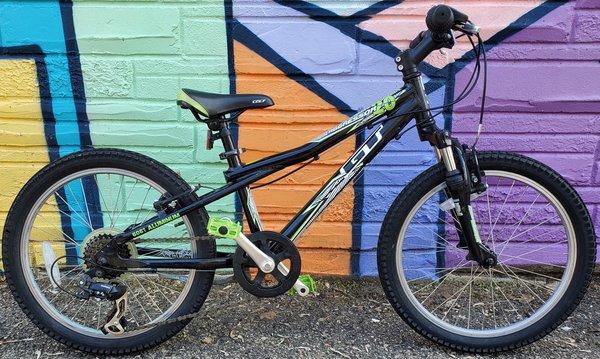 "Appleton Bicycle Shop GT Aggressor 1.0 20"" Mulit-speed"